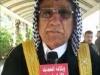 رئيس عشيرة الكدس العام عزيز مكطوف طاهر يوزع سلة غذايية للفقراء.
